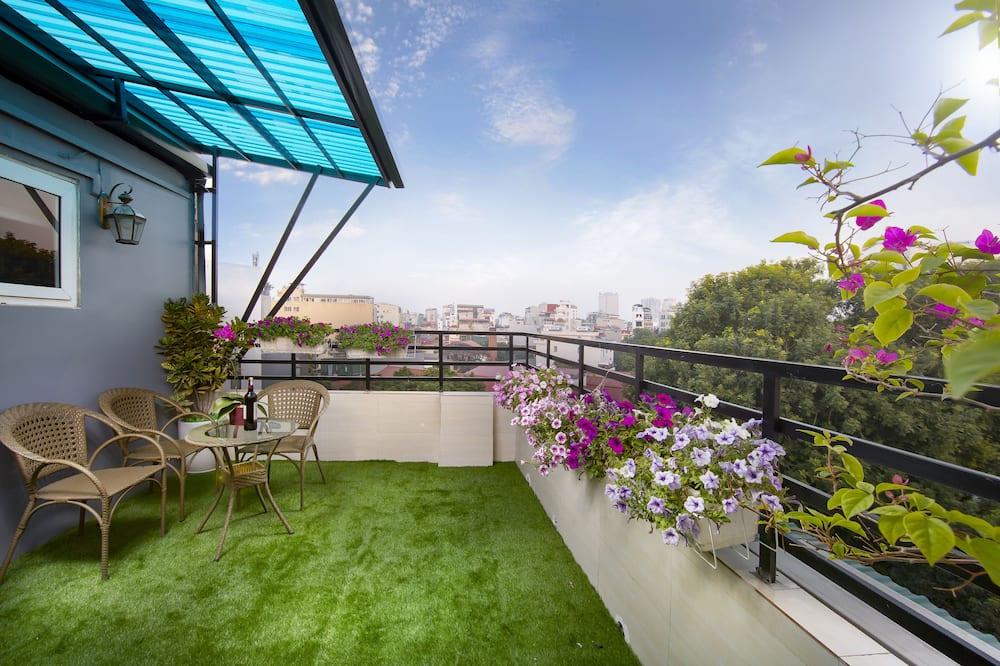 סוויטה משפחתית, מרפסת, נוף לעיר (Terrace) - מרפסת