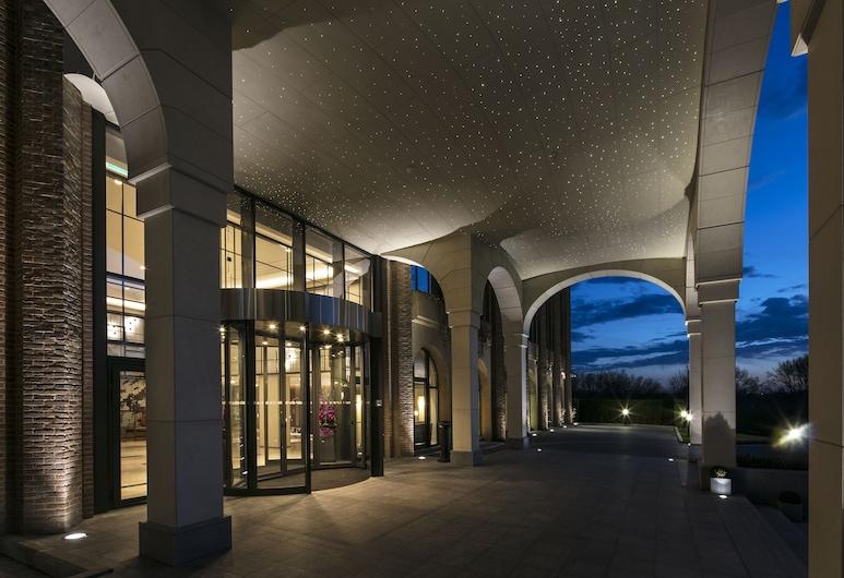 Tangla Hotel Brussels, Brüssel, Fassaad õhtul/öösel