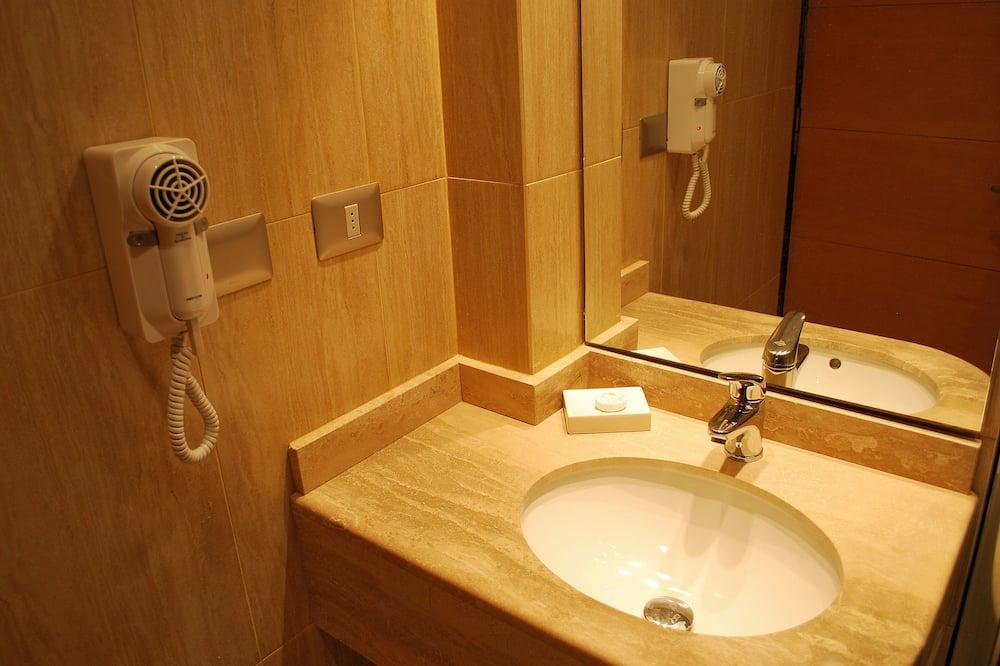 Double Room, 1 King Bed, Ocean View - Bathroom
