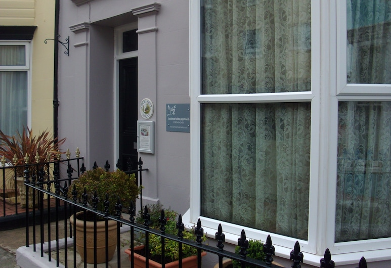 Lockinbar Holiday Apartment, Tenby, Front of property