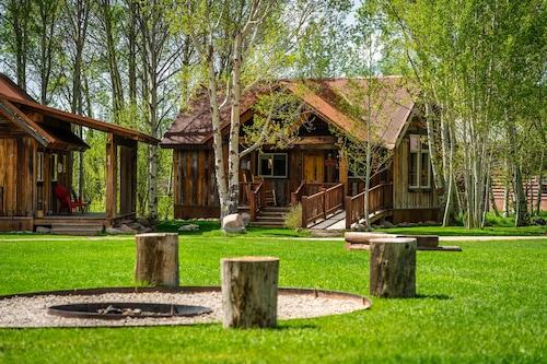 駝鹿溪牧場飯店/