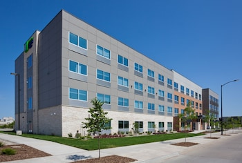 Picture of Holiday Inn Express & Suites Des Moines Downtown in Des Moines