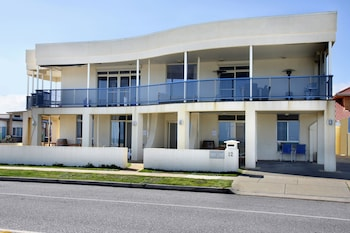Picture of Seaview Sunset Holiday Apartments in West Beach