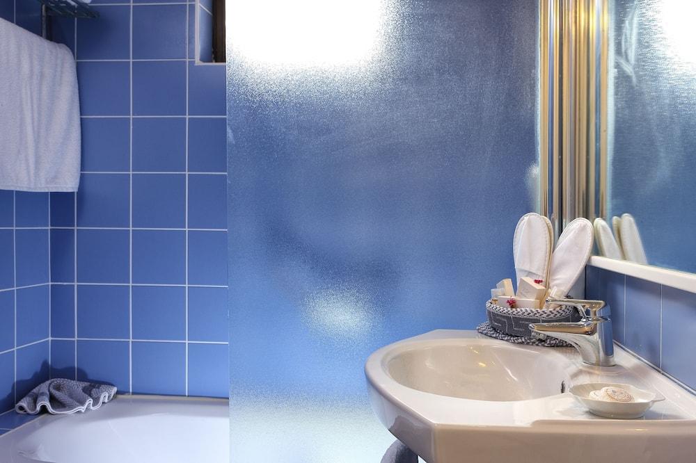 Dobbeltværelse - udsigt til have - Badeværelse