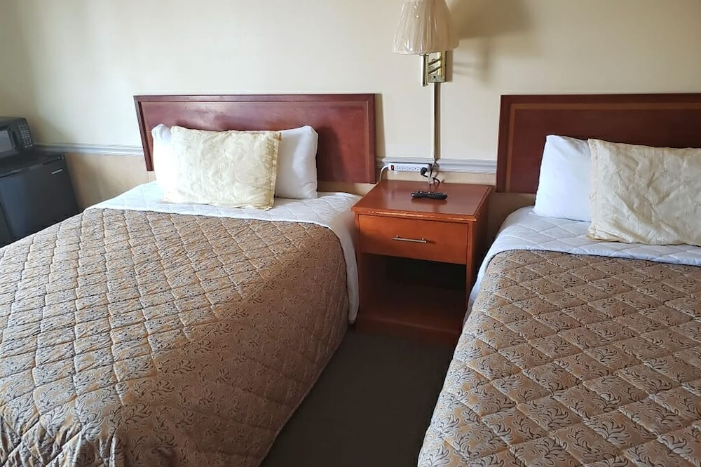 Phòng Tiêu chuẩn (1 Queen and 1 Double Bed) - Phòng