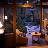 جناح فاخر - منظر للحديقة (open-air bath A, 60sqm, ages 13+ only) - غرفة نزلاء