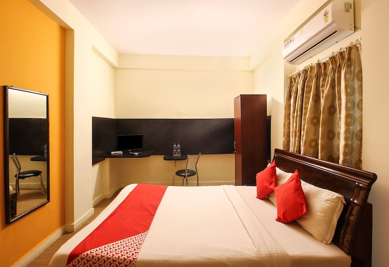 OYO 2006 Apartment Begumpet, Hyderabad, Deluxe Double or Twin Room, 1 King Bed, Guest Room