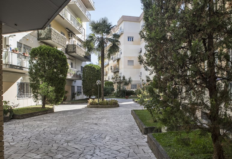 Dreams of Rome, Rome, Family Room, 1 Bedroom, Private Bathroom, Courtyard View