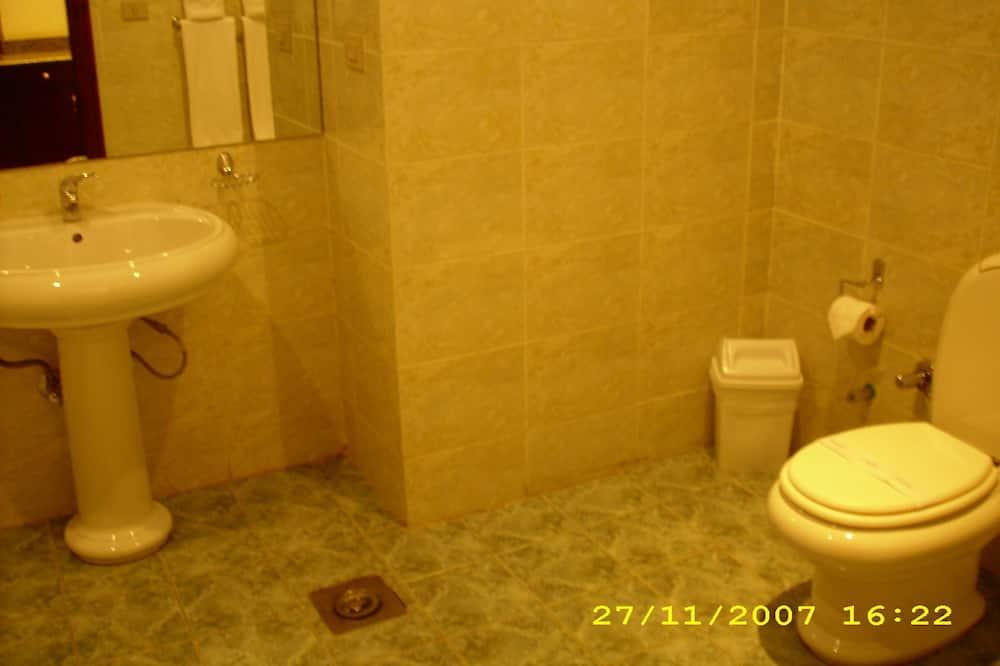 Standard Single Room, Smoking, City View - Bathroom