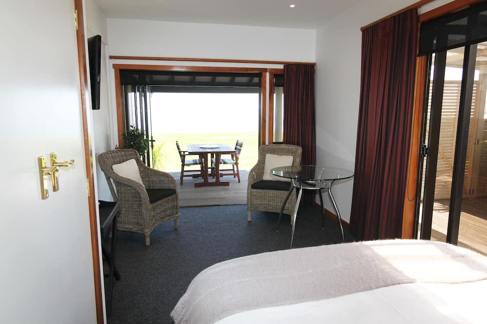 Suite, 1 queensize bed, Uitzicht op het strand (Kereru) - Woonruimte