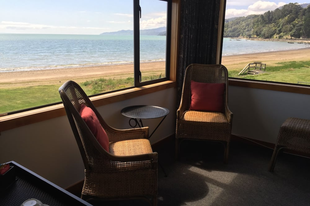 Suite, 1 queensize bed, Uitzicht op het strand (Piwakawaka) - Kameruitzicht