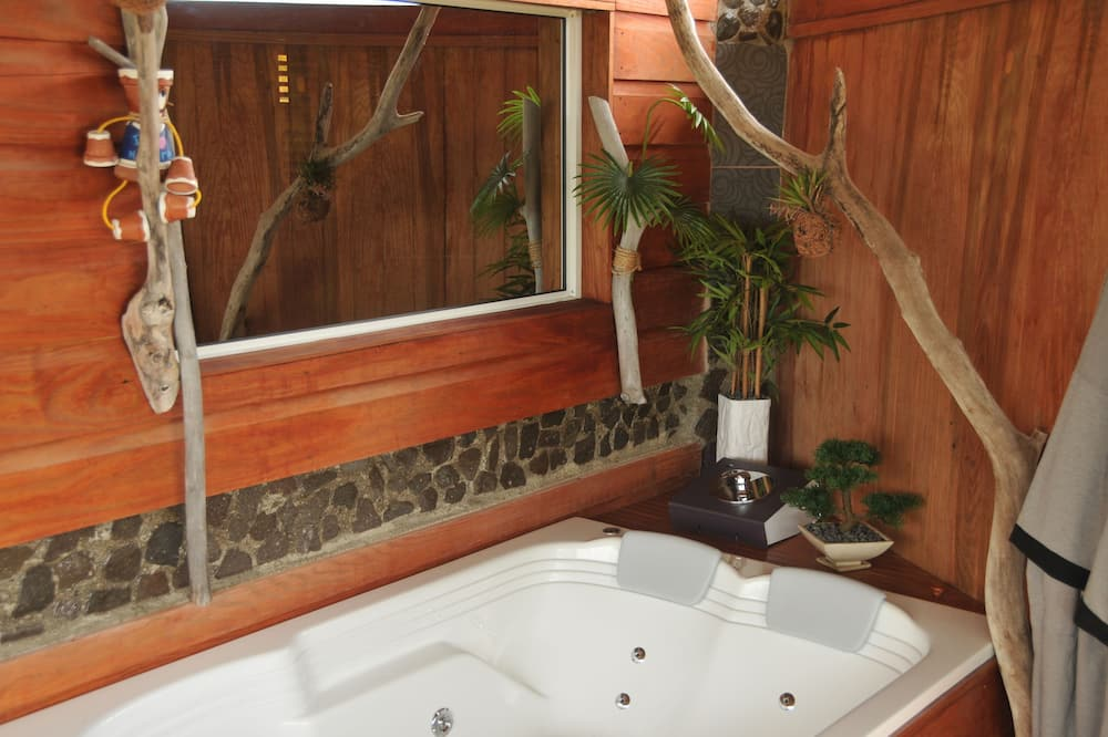 Luxury Double Room, Bathtub, Ocean View - Private spa tub
