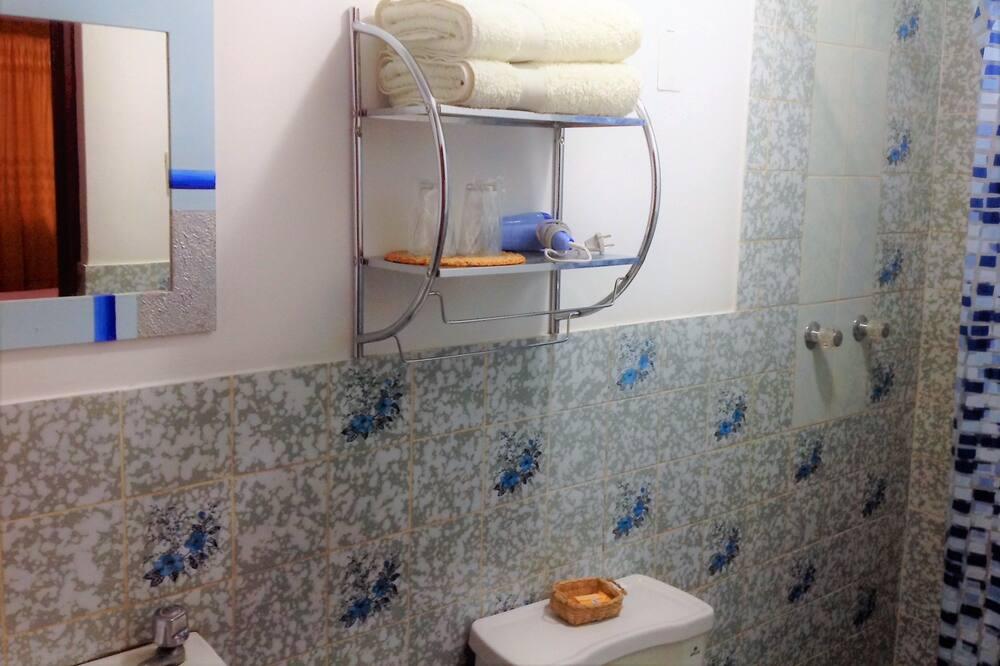 Habitación familiar, para no fumadores, baño privado - Baño