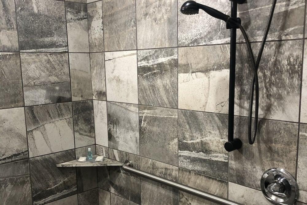 Apartament typu Suite, Łóżko king i sofa, dla niepalących (Roll-In Shower, Mobility & Hearing) - Łazienka