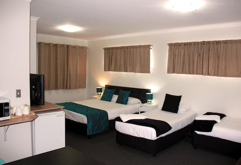Motel in Nambour, Nambour, Triple Room (Sleeps 4), Guest Room