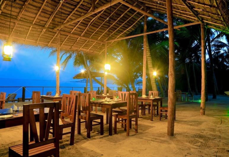 Ceylon Sea Hotel, טאנגאלה, ארוחה בחוץ