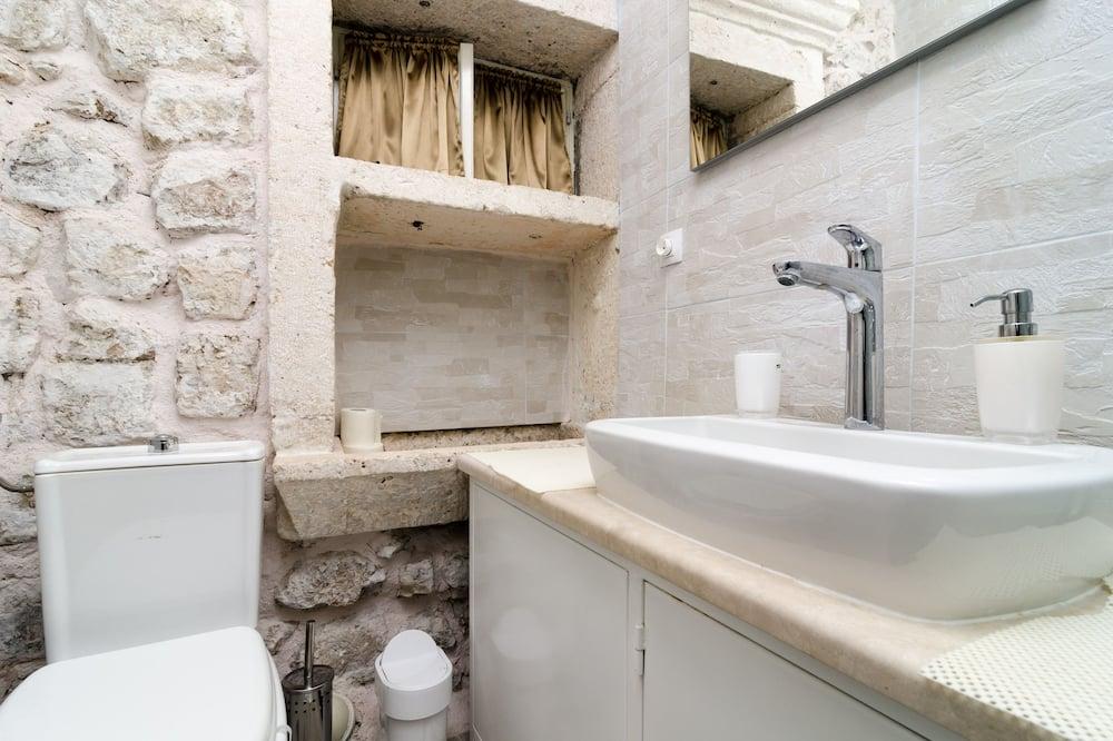 Superior Double Room, Shared Terrace - Kúpeľňa