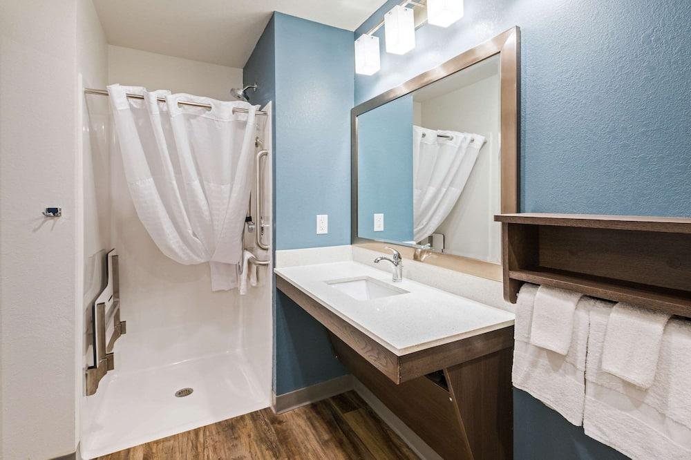 Værelse - 1 queensize-seng - handicapvenligt - ikke-ryger (Roll-in Shower) - Badeværelse