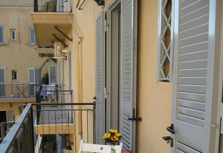 Casa Vacanze Kokoroma al Vaticano, Rome, Apartment, 2 Bedrooms, Courtyard View, Courtyard Area (Via Leone IV, 38), Balcony