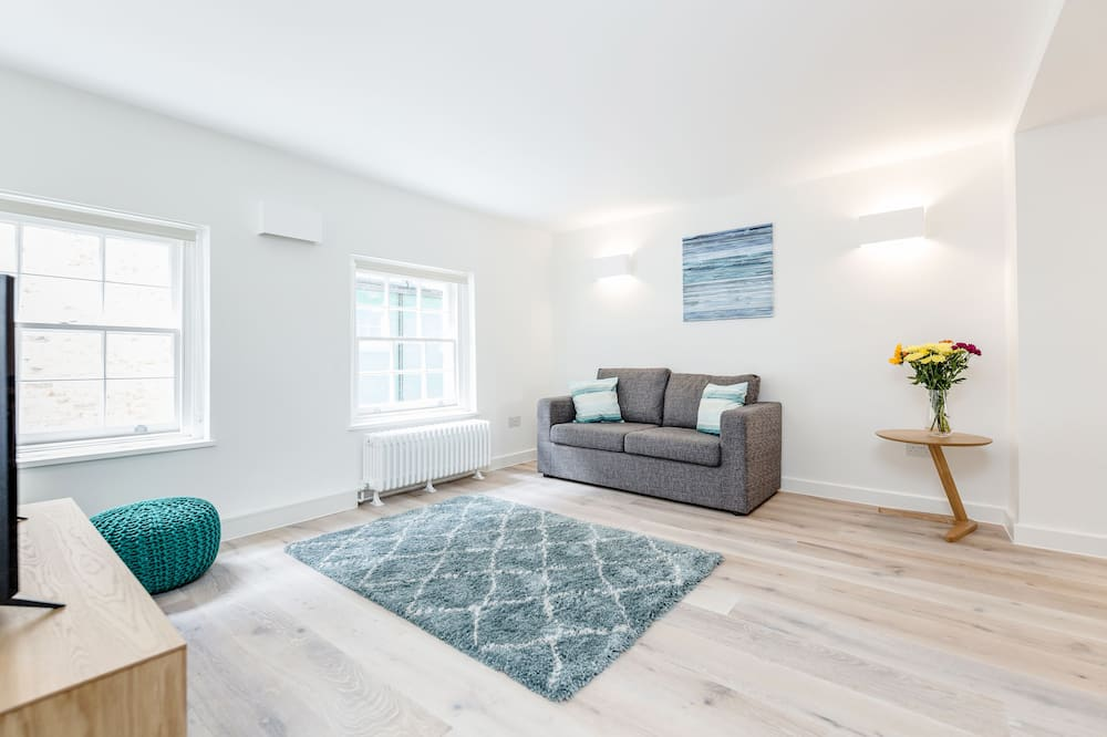 Cosy 2 bed at Hanover Place - CG12 - Wohnbereich