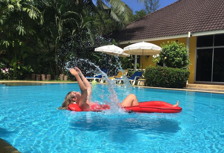古堡渡假村, 塔庫巴, 泳池