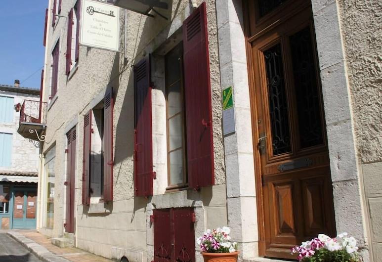 L'Entrée Chambres d'Hôtes Bar & Restaurant, Castillonnes, הכניסה למלון