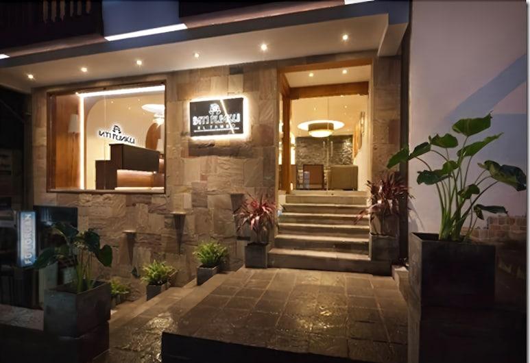 Inti Punku El Tambo, Machu Picchu, Voorkant hotel - avond/nacht