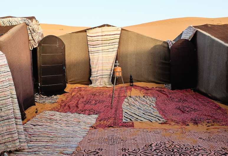 Merzouga Camp, Taouz, Family telk, vaade kõrgendikule, Tuba