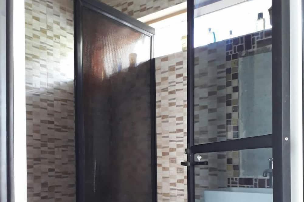 Standard Room, 1 Queen Bed, Courtyard View, Garden Area - Bathroom