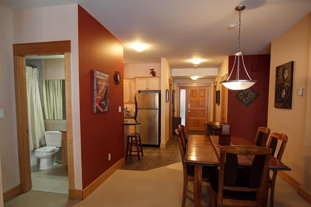 Condo, 3 Bedrooms - Tempat Makan dalam Bilik
