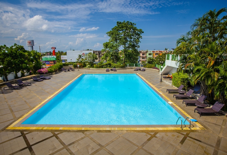 Twin Lotus Hotel, Nakhon Si Thammarat , Útilaug