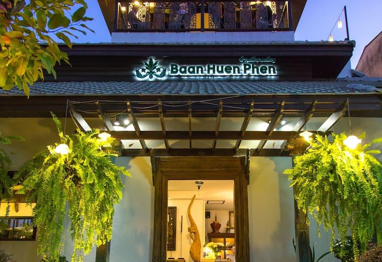 Baan Huen Phen, Chiang Mai, Façade de l'hôtel - Soir/Nuit