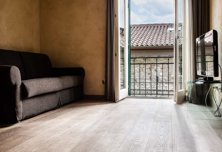 Appartamento al Castello, Lazise, Deluxe-Apartment, 1 Schlafzimmer, Balkon, Stadtblick (al Castello), Wohnbereich