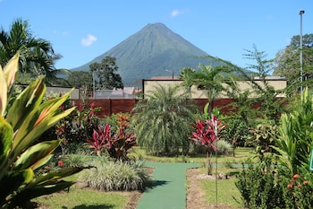 Enter your dates for our La Fortuna last minute prices