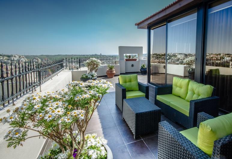Nadine boutique suites, Amman, Suite Royale, 2 chambres, terrasse, côté montagne, Terrasse/Patio