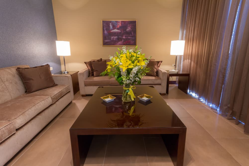 Royal Suite, 2 Bedrooms, Terrace, Mountainside - Living Area