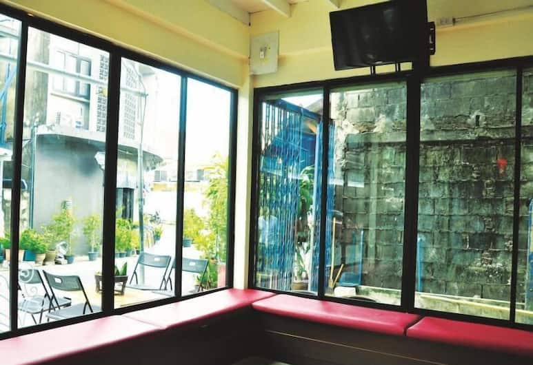Sabye Club Hostel, Bangkok, Tempat Duduk di Lobi
