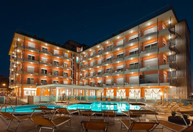 Hotel Adria Beach Club, Чезенатико, Вид снаружи / фасад