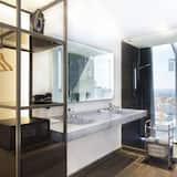 City Room, 1 King Bed, City View, Corner - Bathroom