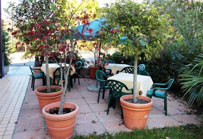 草坪酒店, 佩斯基耶拉戴爾加達, 室外用餐