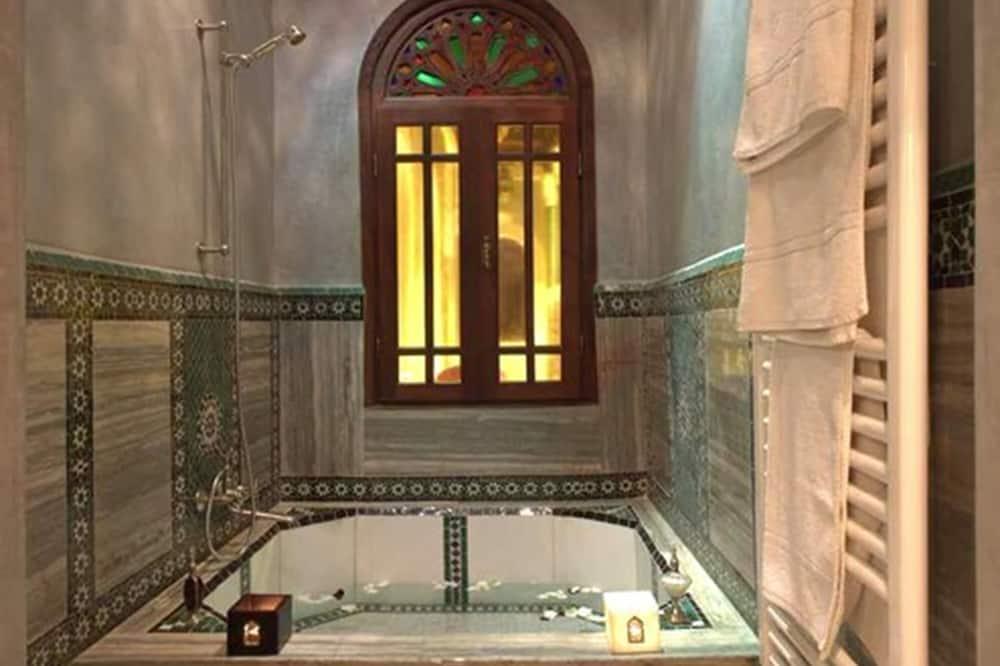 Luxury Suite (Mahajabian) - Bathroom