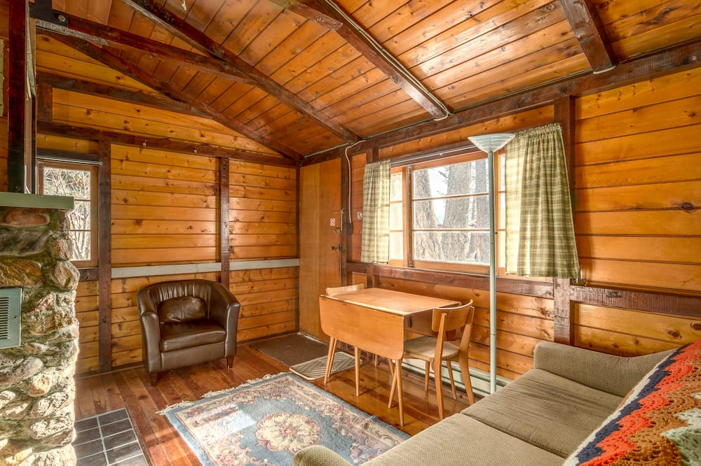Cabin, 2 Bedrooms (4) - Living Area