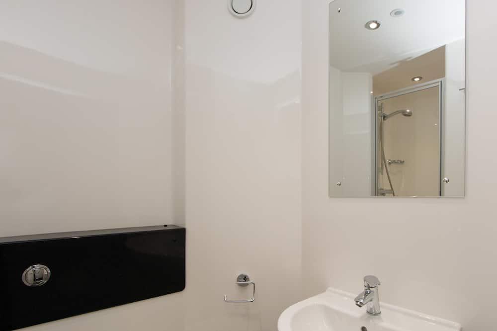 Apartment, 5 Bedrooms (3/4 Double Bed - 120cm wide) - Bathroom Sink