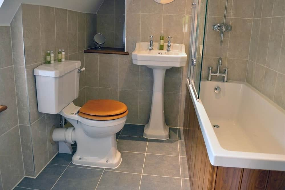 Superior Double or Twin Room, Ensuite (Bath and Shower) - Bathroom