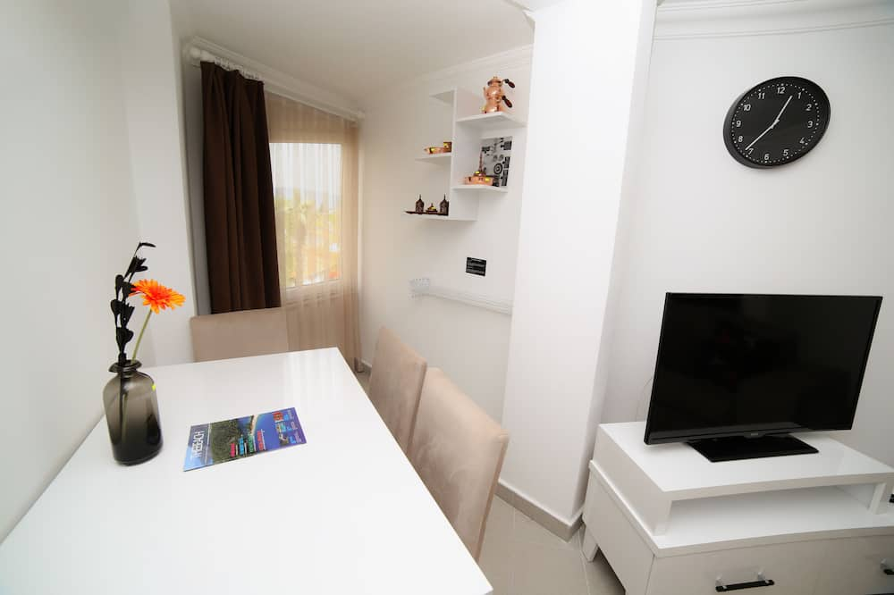 One Bedroom Suite with Kitchen with Old Town View - تناول الطعام داخل الغرفة