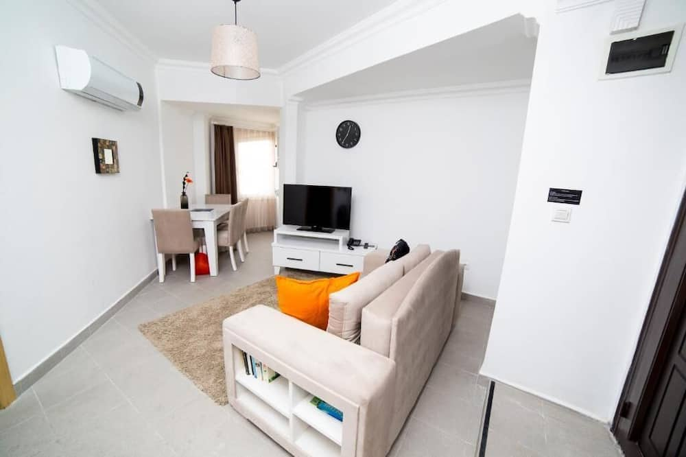 One Bedroom Suite with Kitchen with Old Town View - Living Area