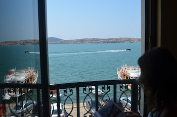 Picture of Ayvalik Palas Hotel in Ayvalik