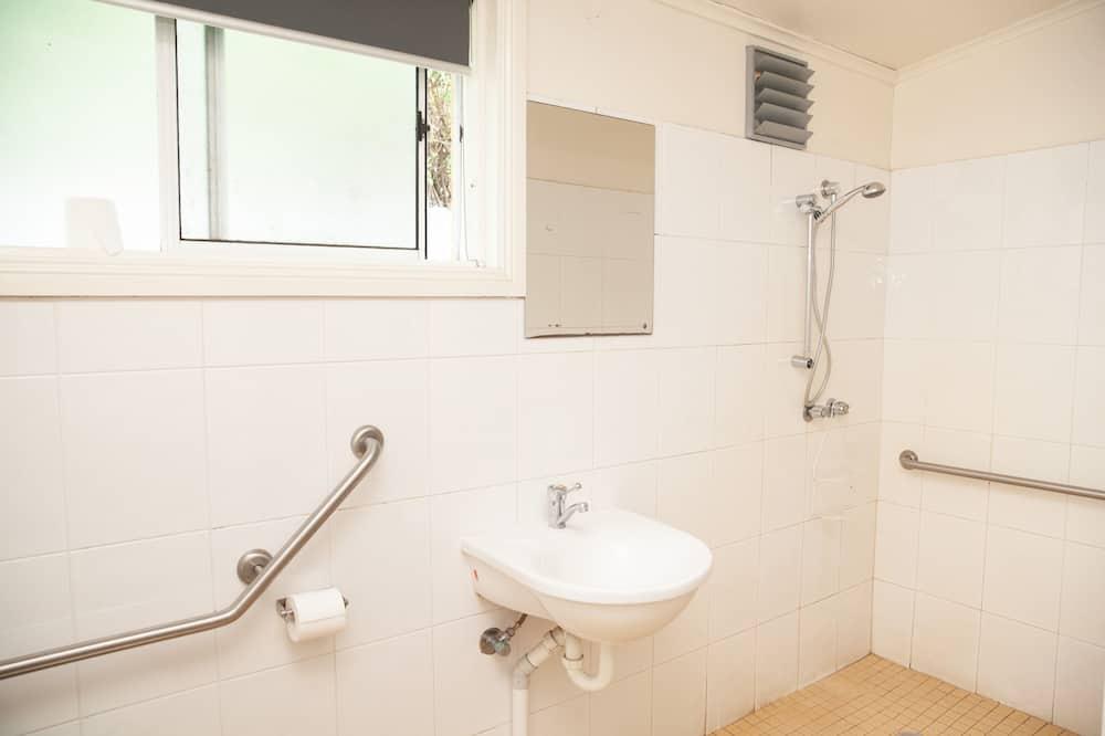 Habitación familiar, con acceso para silla de ruedas, baño privado - Baño