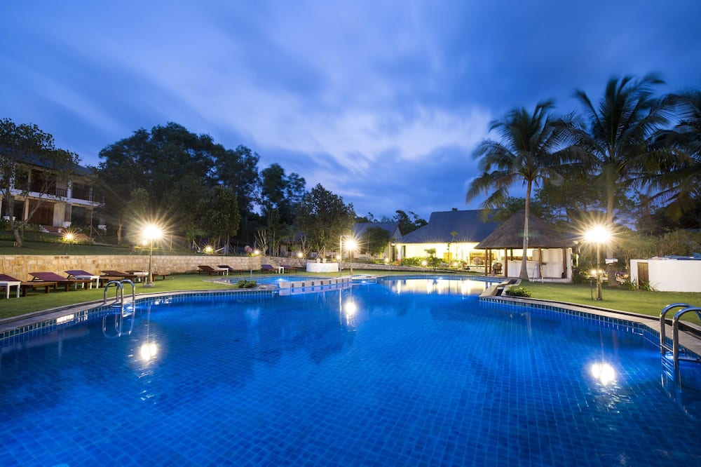 Deluxe Double Room, Pool View - Outdoor Pool
