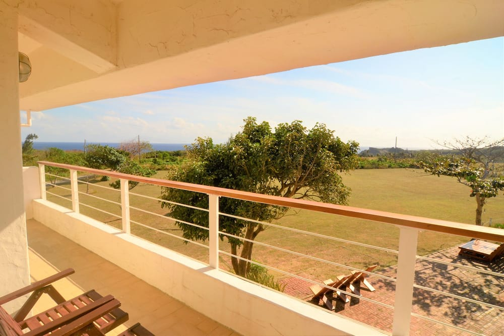 Family Room, Ocean View (A1-1 double bed and 4 Japanese futons) - Balcony